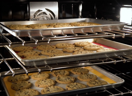 Tips for Positioning Your Oven Shelves for Perfect Baking